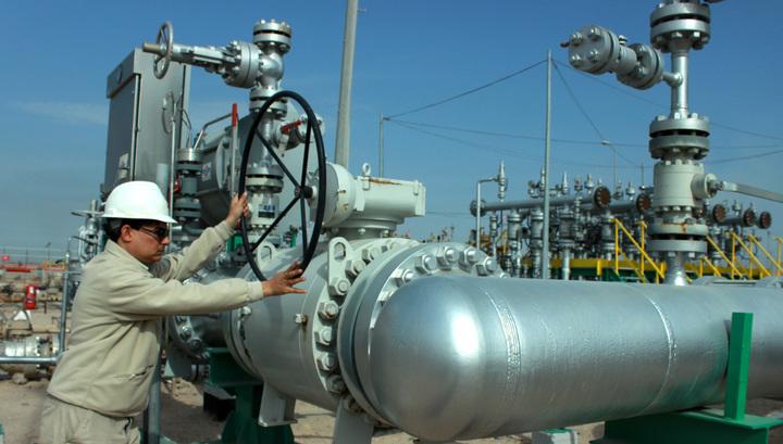 Нефтяной обвал: цены упали до минимумов с 2002 года. Как отреагирует рубль?