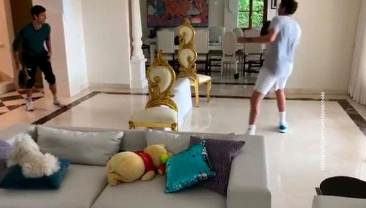 """""""Игра никогда не прекращается"""": Джокович провел дома матч со сковородкой вместо ракетки"""