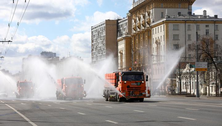 Столичные коммунальщики провели уже третью дезинфекцию дорог