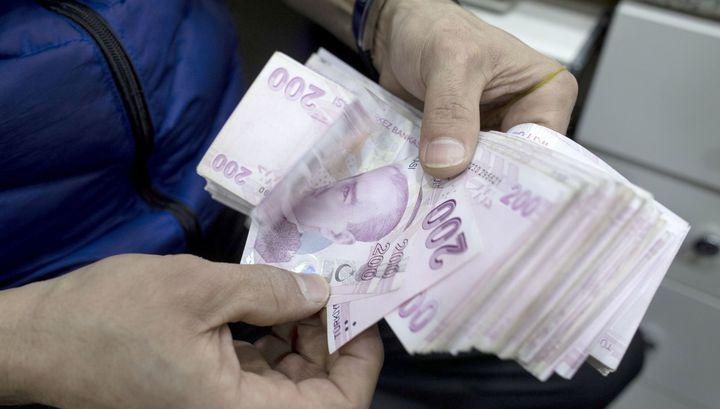 Турецкая лира упала до минимума по отношению к доллару