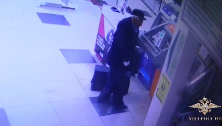 В Пензе грабитель банкоматов притворялся пенсионером
