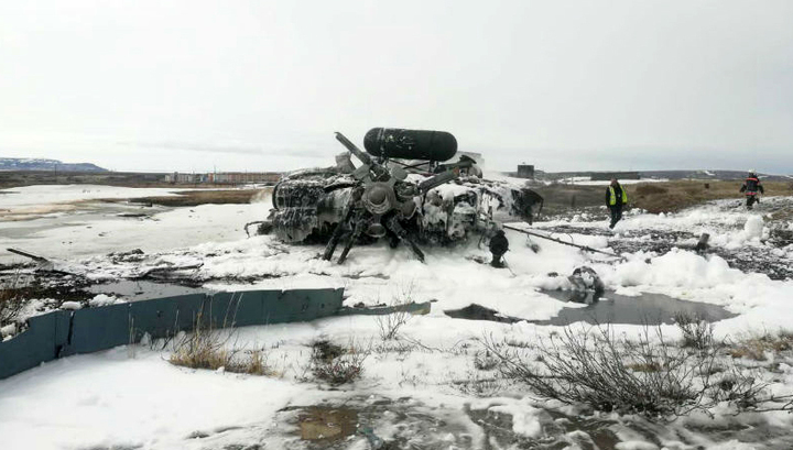 На месте крушения Ми-8 идет разбор завалов