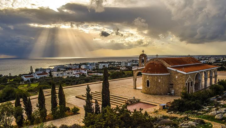 Япония будет доплачивать туристам за отдых, а Кипр - за лечение от ковида