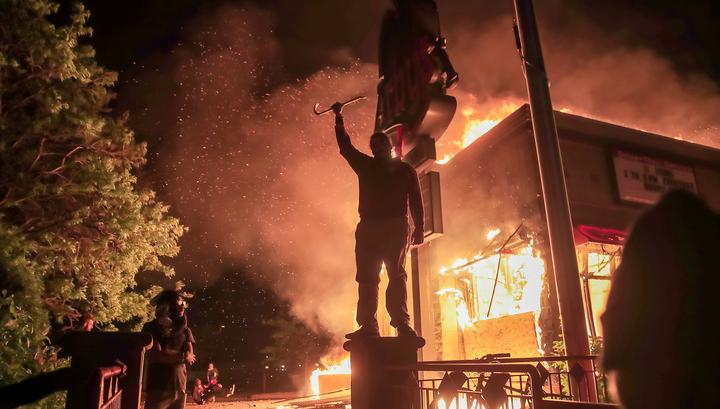 Более 500 бойцов Нацгвардии США направлены в охваченный беспорядками Миннеаполис