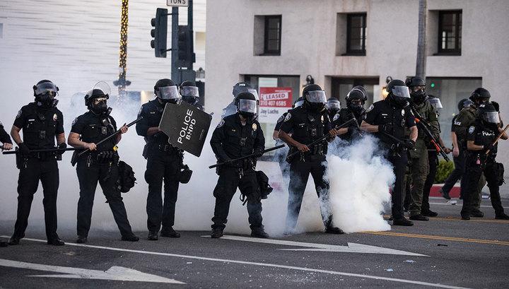 Американская полиция объяснила жестокость по отношению к протестующим