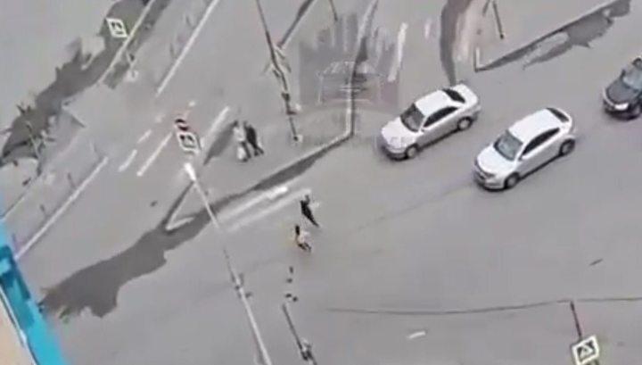 Две девочки угодили под колеса машины в Красноярске