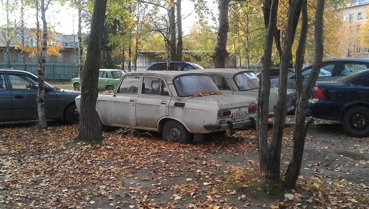 Штрафы за брошенный во дворах автохлам внесли в КоАП