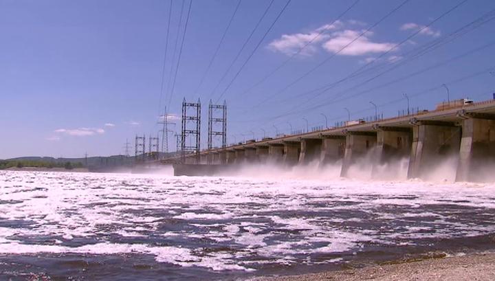 На Жигулевской ГЭС увеличили сбросы воды в Волгу
