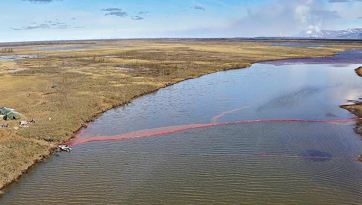 Под Норильском собрано уже 890 тонн нефтеводяной смеси