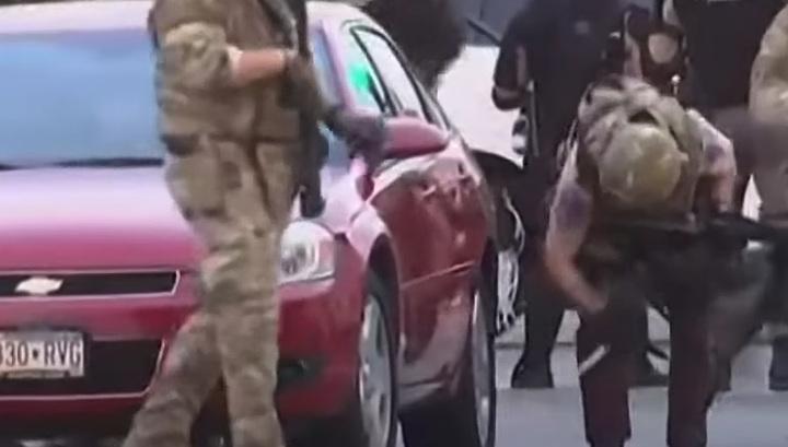 Полицейские США прокалывают шины на автомобилях всем подряд (видео)