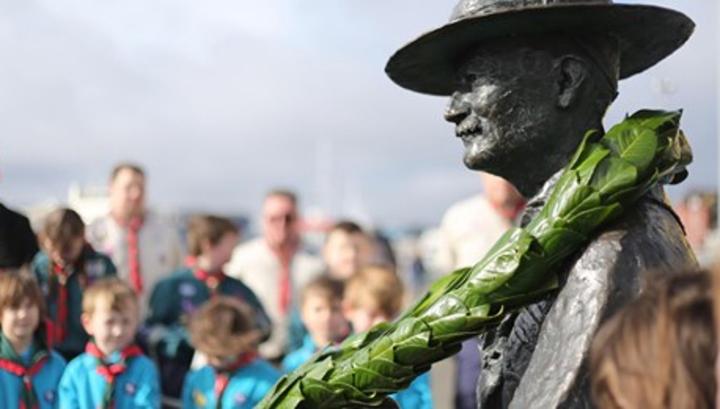 Война с памятниками продолжается: в Британии демонтируют статую основателя движения скаутов