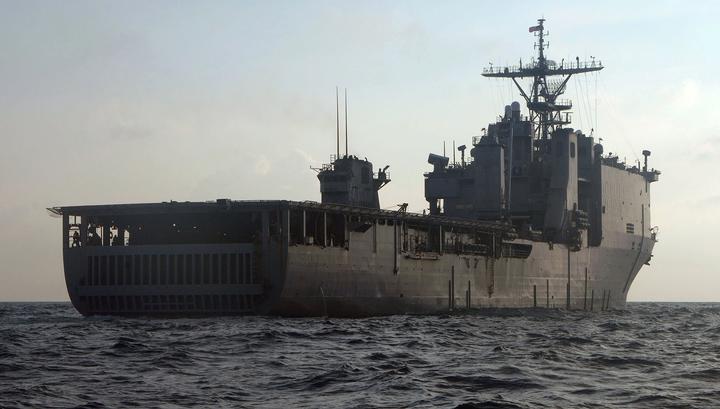 Американский десантный корабль входит в Черное море