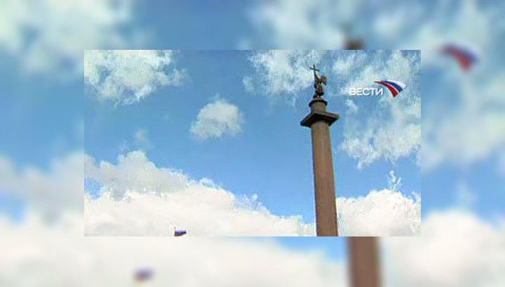 """В Питере вандалы помогли орлам """"улететь"""" с Дворцовой площади"""