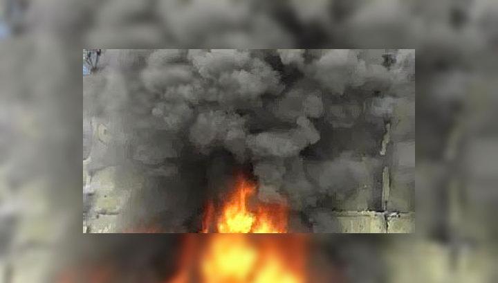 Пожар в Москве: люди просят о помощи из окон горящего дома