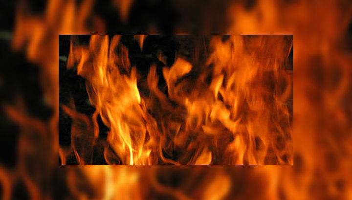 В Москве горит трехпалубный теплоход