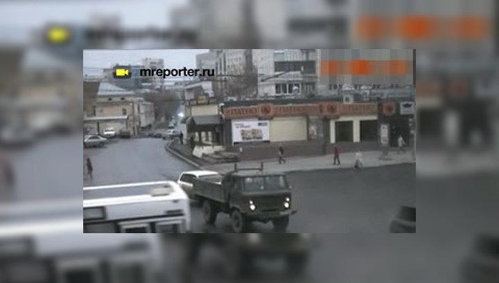 Камеры зафиксировали аварию с автобусом в Перми