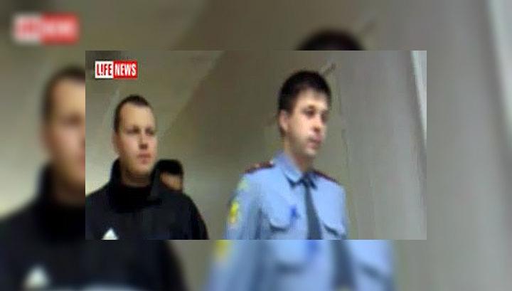 Дело офицера, выбросившего двух девочек с балкона, передано в суд