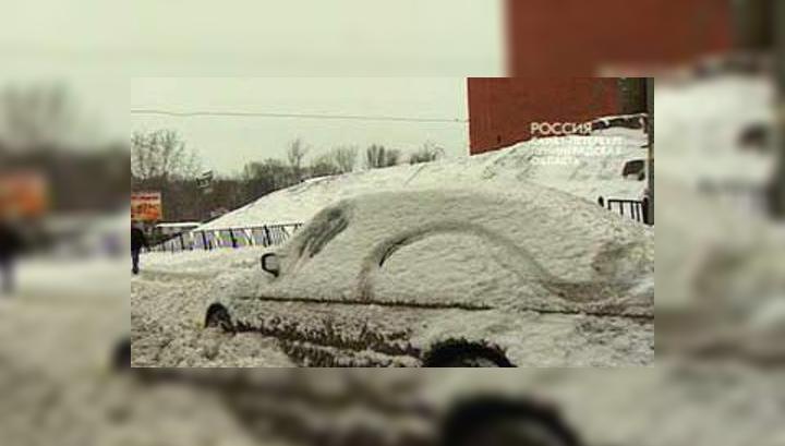 Петербург никак не может вырваться из снежных тисков