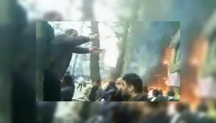 Иранские оппозиционеры сожгли Коран