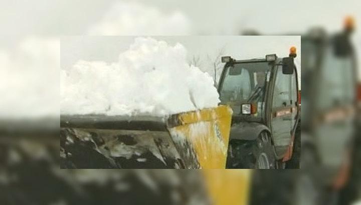 Великобританию заметает снегом