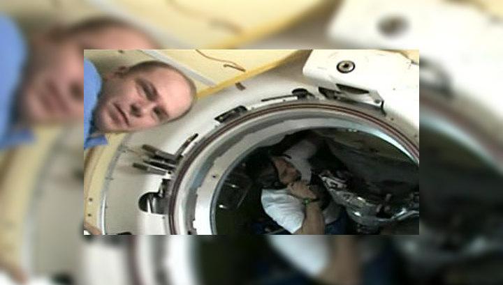 Космонавты приземлились в казахстанской степи