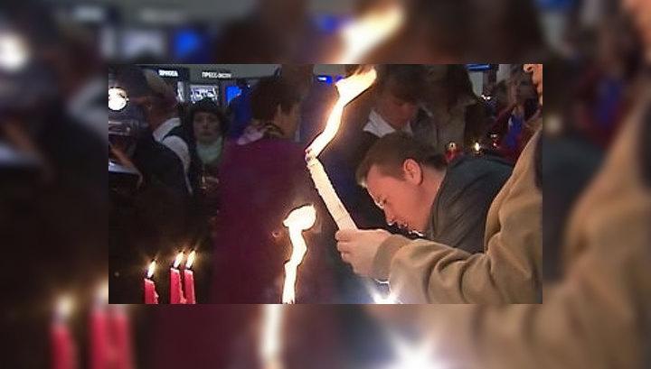 Частица Благодатного Огня доставлена из Иерусалима в Москву