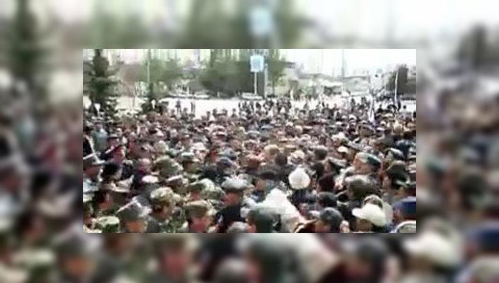 Против митингующих в киргизском Таласе применили слезоточивый газ