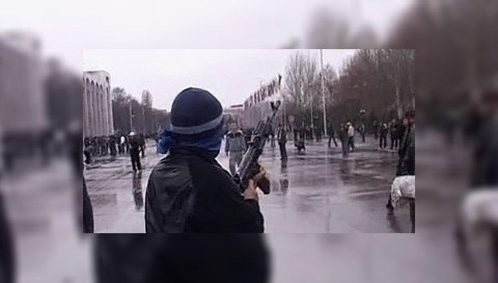 Демонстранты разгромили здание парламента Киргизии