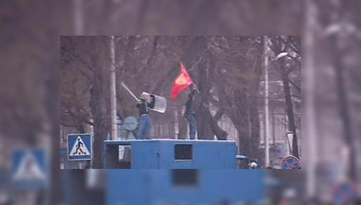 Президент Киргизии покинул столицу