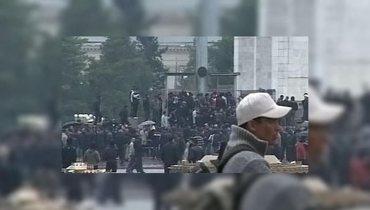 На улицах Бишкека ведут борьбу с мародерами