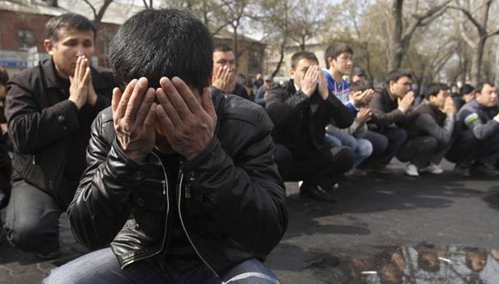 Временная власть Киргизии обвиняет семью Бакиева