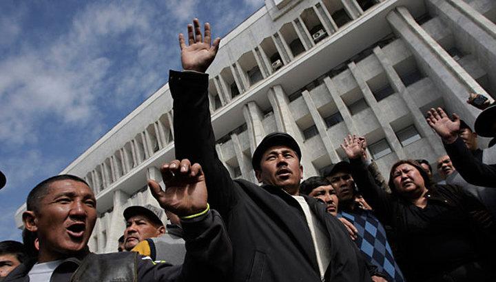 Новая власть Киргизии пообещала Бакиеву защиту от самосуда