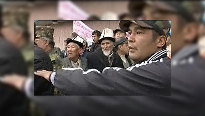 Агрессивная толпа требует землю у мэра Бишкека