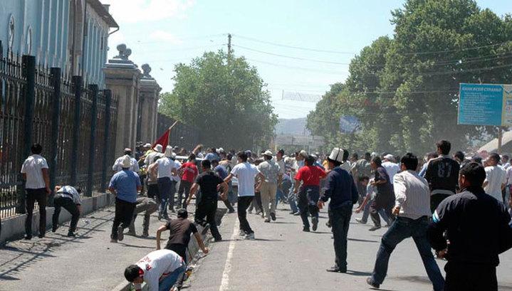 Число жертв беспорядков в Киргизии достигло 79 человек