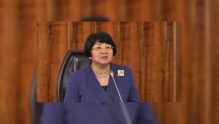 Роза Отунбаева: конституция принята, несмотря на жёсткое сопротивление противников