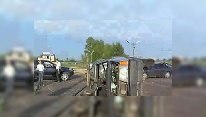 Под Петербургом смерч перебросил автомобиль через забор