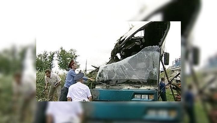 10 пассажиров рухнувшего в кювет автобуса остаются в больницах