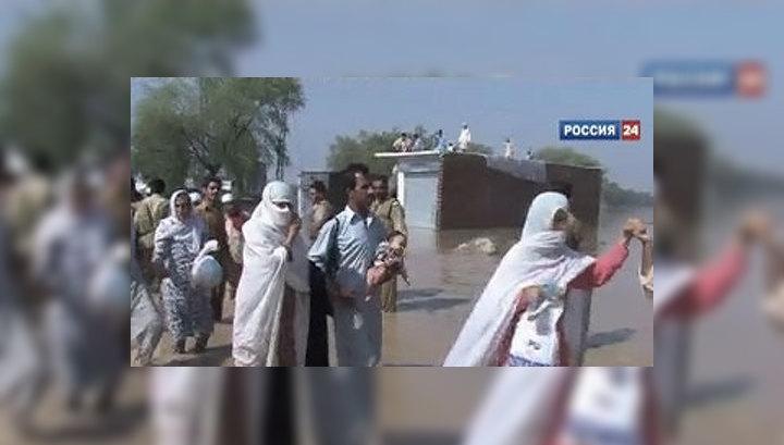 Наводнение в Пакистане унесло жизни 900 человек