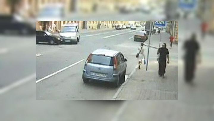 В Санкт-Петербурге девушка чудом спаслась от несущихся автомобилей