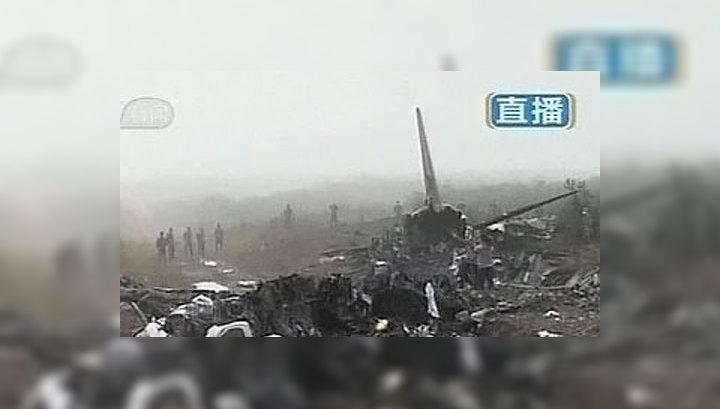 """На месте падения самолета """"Эмбраер-190"""" ищут черные ящики"""