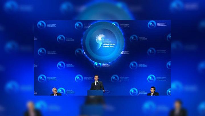 """Медведев: слово """"демократия"""" перестало быть ругательным"""