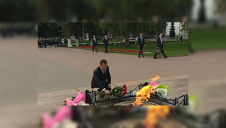 Дмитрий Медведев прогулялся по тысячелетнему Ярославлю