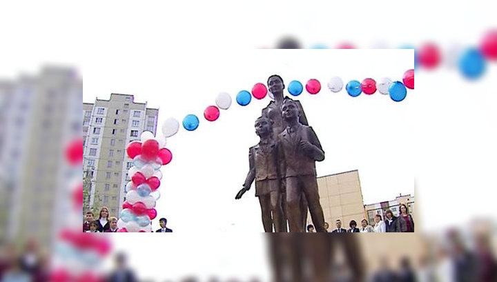 На памятник первому учителю в Москве собирали всем миром