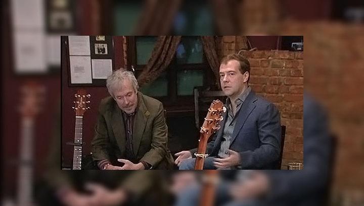 Дмитрий Медведев встретился с рок-музыкантами в кафе