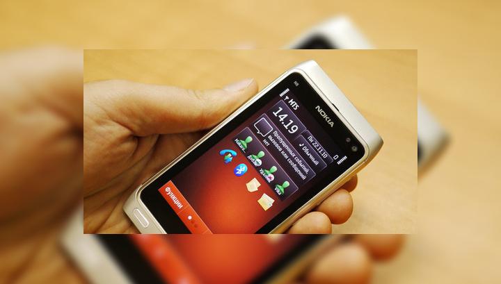 Первый из трех стартовых экранов. В виджет контактов можно добавлять наиболее частых собеседников.