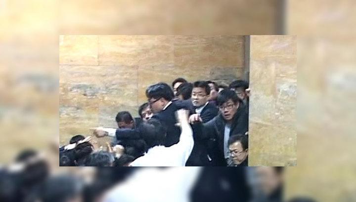 В парламенте Южной Кореи подрались депутаты