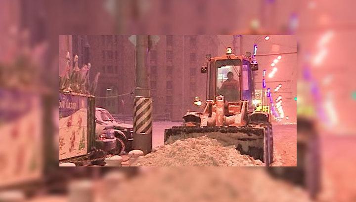 Снегоуборочная техника работает в Москве круглосуточно