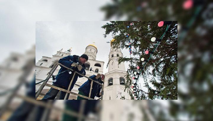 Главная новогодняя ель в Кремле выстояла под ледяным дождем
