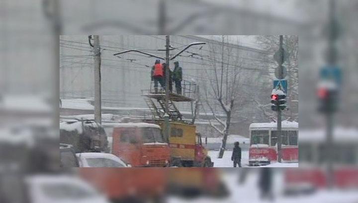 Снегопад разорвал связь Сахалина с материком