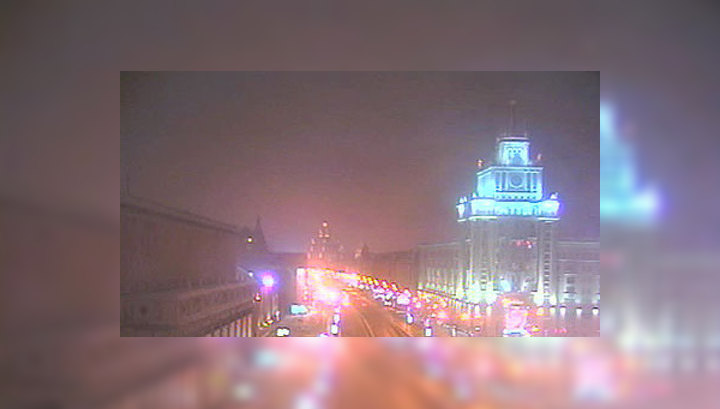 Уже третьи сутки Москву расчищают от гололеда